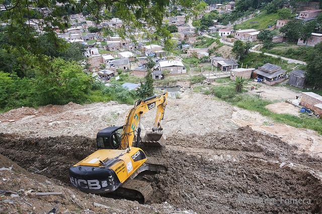 Plano emergencial para conter erosão de grande proporção no conjunto Canaranas