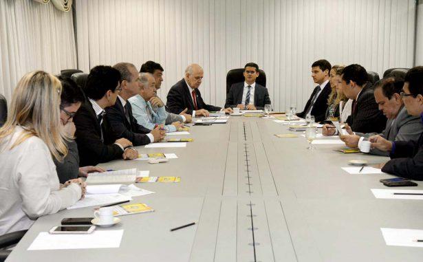 Presidente David Almeida recebeu Rede de Controle da Gestão Pública do Estado para debater sobre matéria que trata de transição de governos