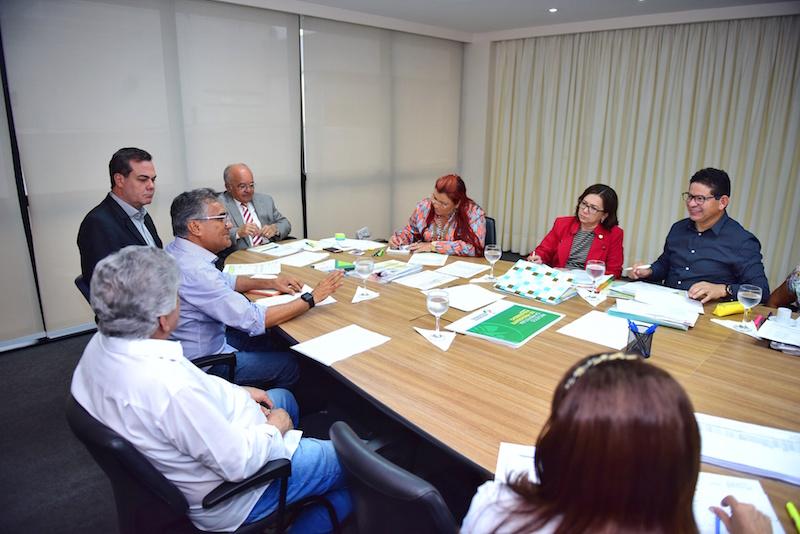 José Melo, trata do apoio na área social e segurança pública junto aos prefeitos do interior do Amazonas