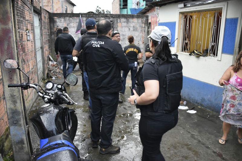 Polícia Civil cumpre mandado de prisão e apura transgressões identificadas durante operação na zona Centro-Oeste