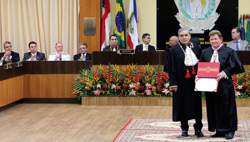 Wilker Barreto prestigia posse do novo desembargador do TJAM
