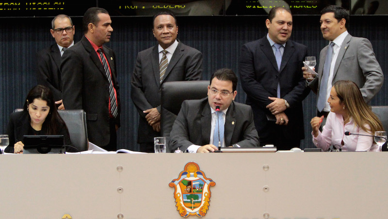 Presidente da Câmara afirma que estacionamentos de shoppings estão 'rasgando' o Plano Diretor de Manaus