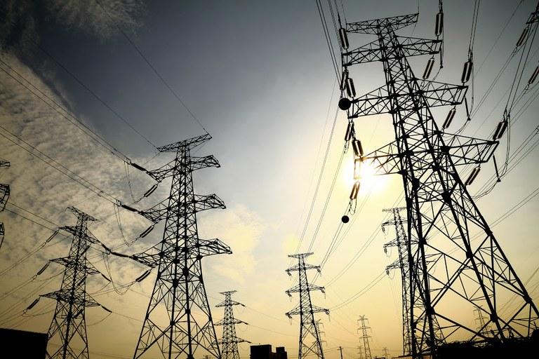 Aneel aprova devolução de valores cobrados a mais na conta de luz