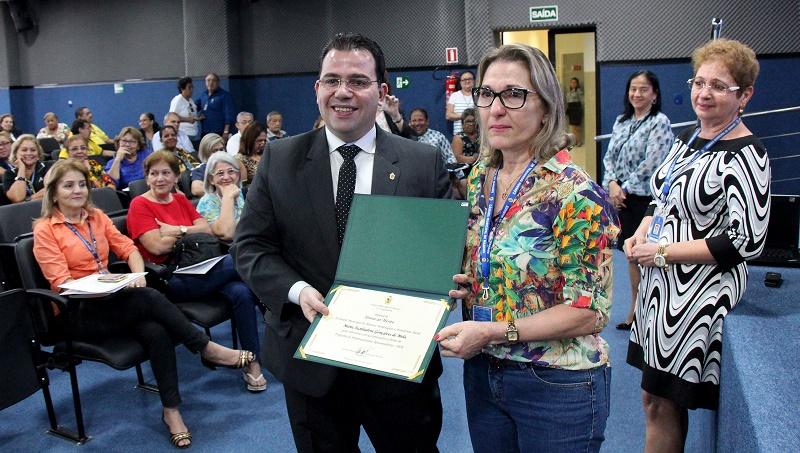 Presidente da Câmara encerra edição do PPA e entrega placas de reconhecimento a servidoras com mais de 30 anos de Casa