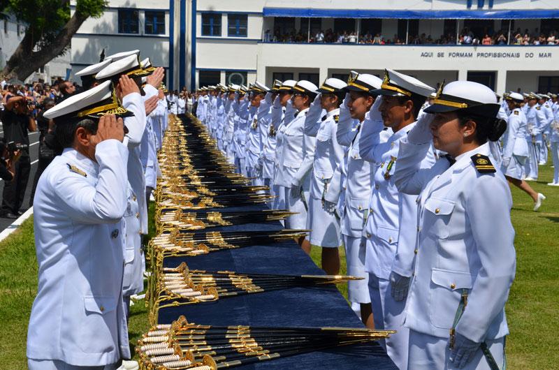 Marinha abre novo concurso para ensino superior com salário de R$ 10,5 mil