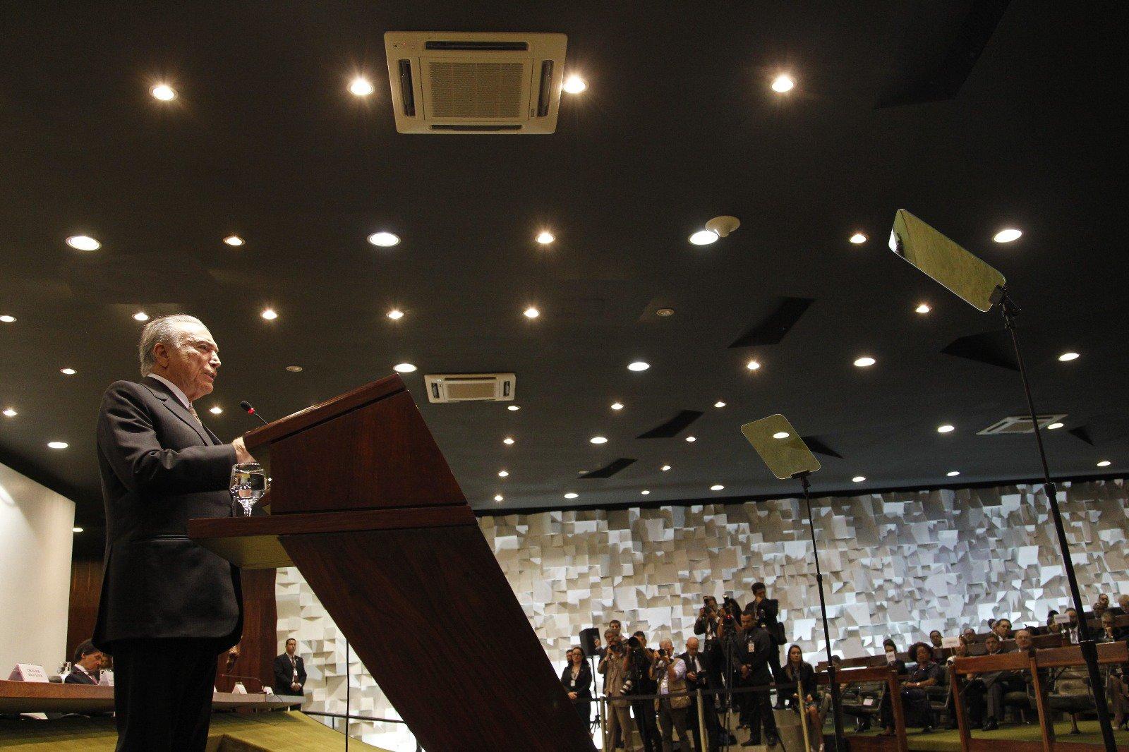 """Temer diz a diplomatas que Brasil tem """"renovado vigor"""" e não é """"um paiseco"""""""
