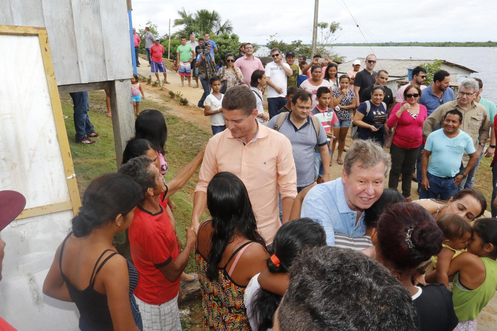 Arthur e Rotta visitam comunidade Nova Canaã