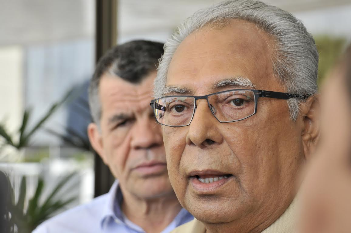 Pesquisa DMP- Amazonino empata no primeiro turno após nove anos sem disputar eleição