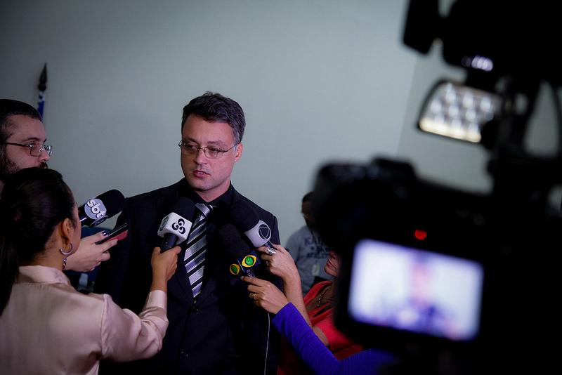 Ausência de réu preso em penitenciária federal adia julgamento de acusados da morte de delegado em Manaus