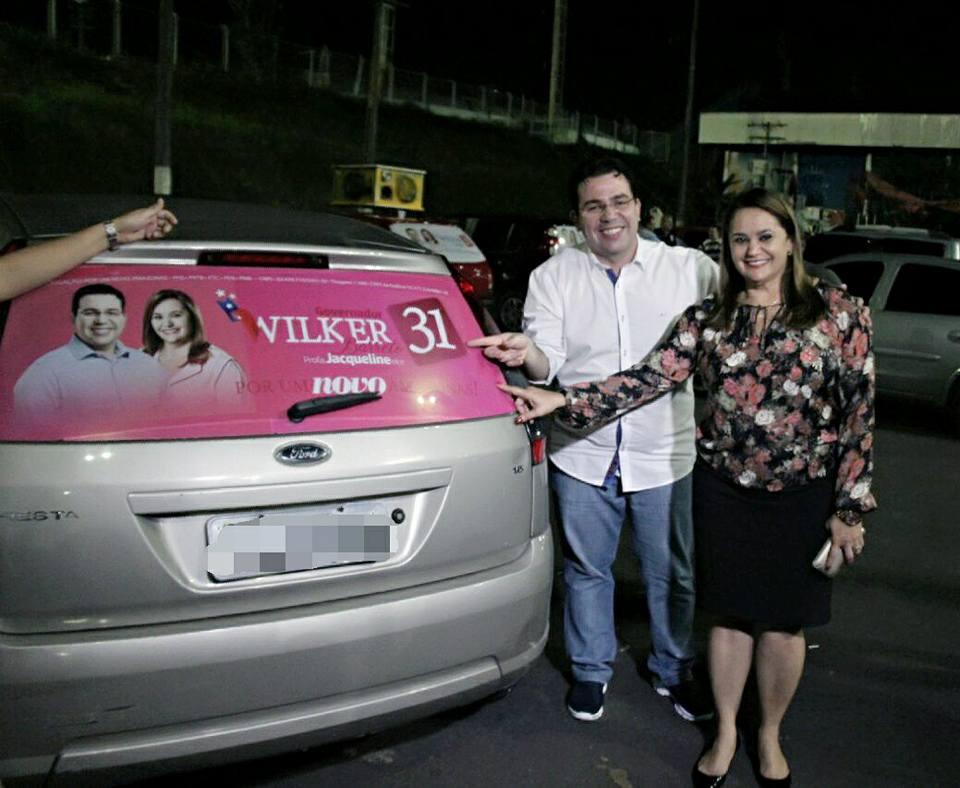 Wilker Barreto realiza ação de adesivagem de carro