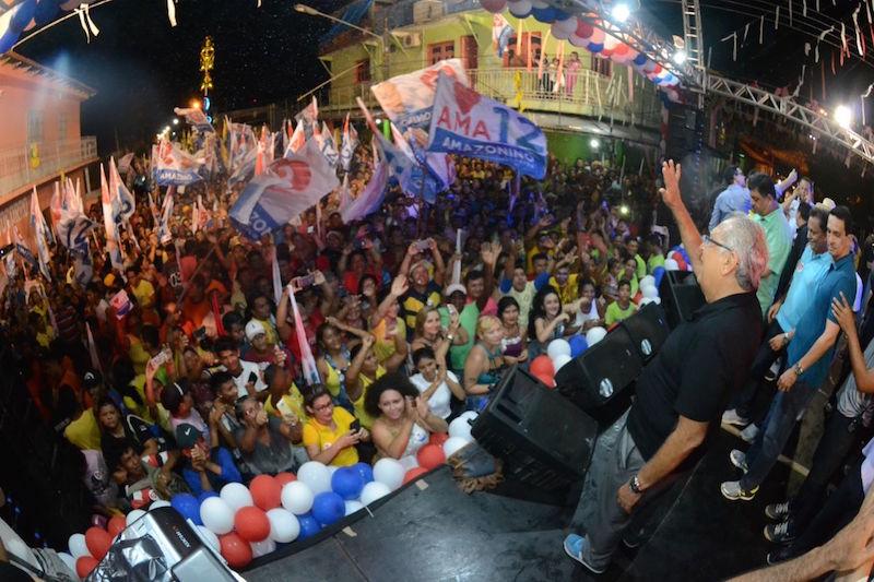 Milhares de parintinenses clamam pela volta de Amazonino ao governo do Estado