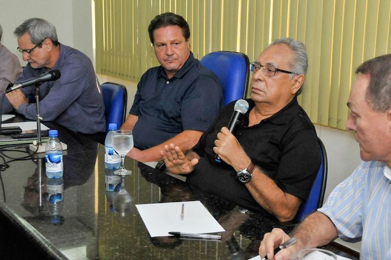 Na Cieam, Amazonino debate propostas para as indústrias da Zona Franca