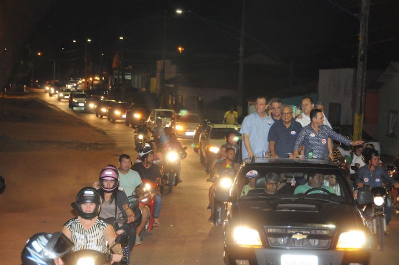 Multidão de Humaitá declara voto em Amazonino