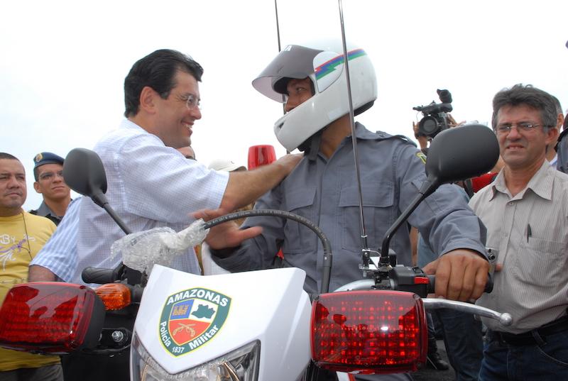 O caminho para melhorar a segurança pública é a valorização do policial, diz Eduardo