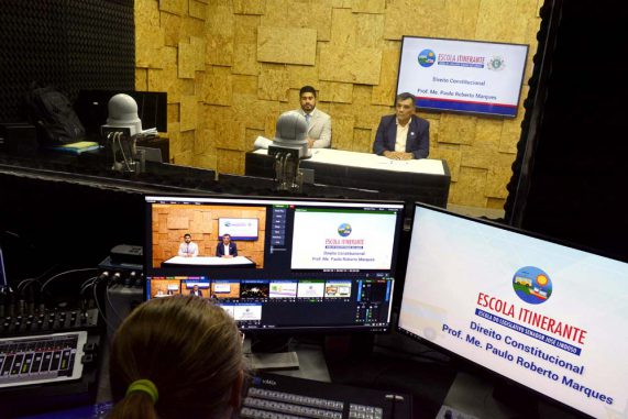 """""""Escola Itinerante"""" alcança mais de 600 alunos do interior com cursos via TV"""