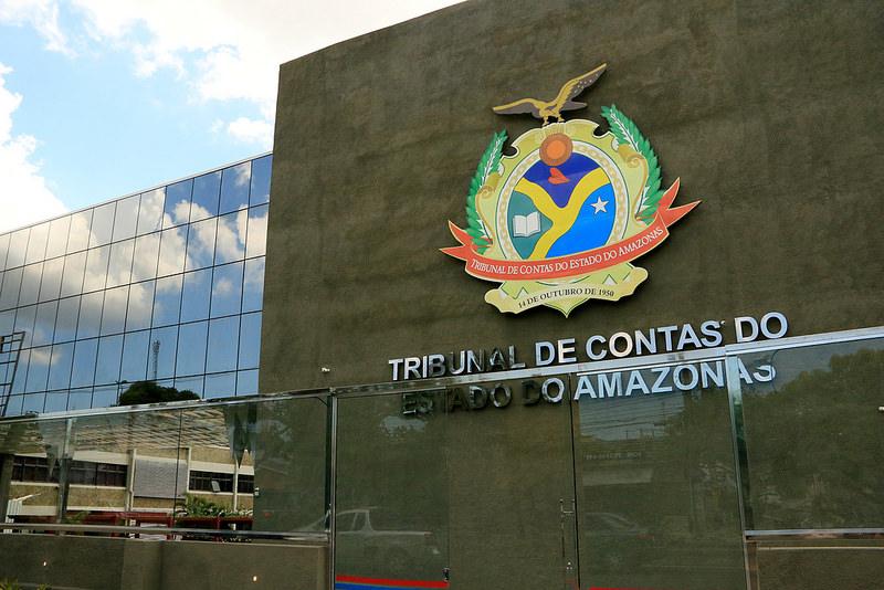 TCE suspende contrato milionário de transporte escolar em Iranduba