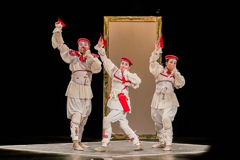 "Clowns de Shakespeare apresenta espetáculo ""Abrazo"" no Café Teatro"