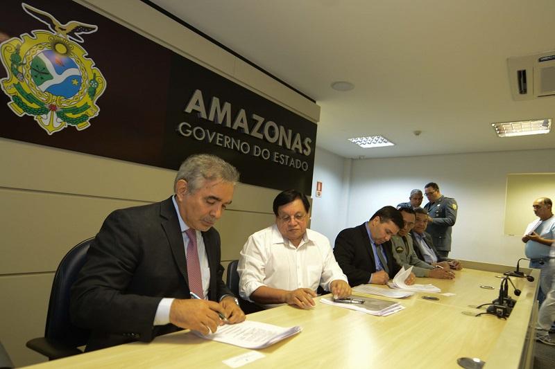 Governo do Amazonas assina atos de promoção para a Polícia Militar  e Bombeiros   e escalonamento da Polícia Civil