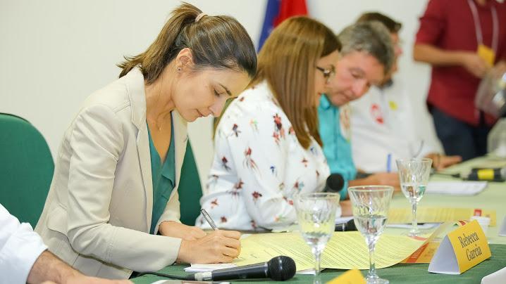 Rebecca Garcia destaca papel da UEA na interiorização da economia