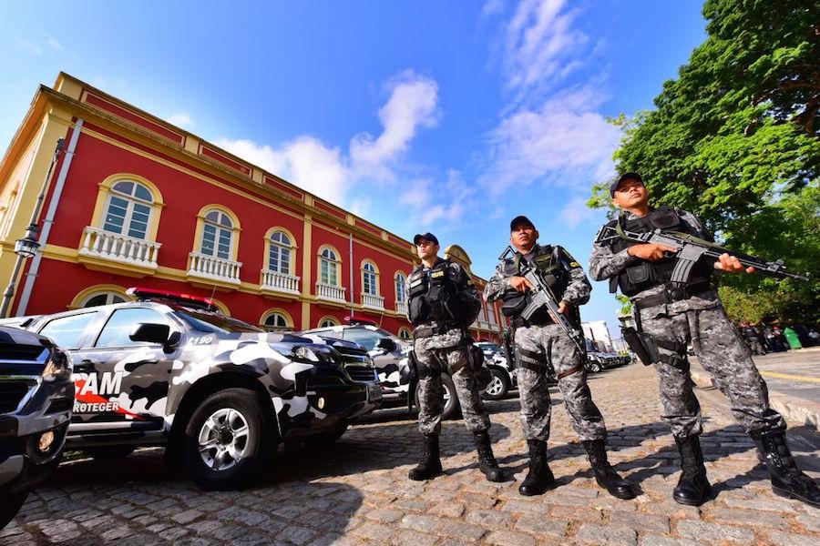 Governador David Almeida entrega novas viaturas para reforço policial no Estado