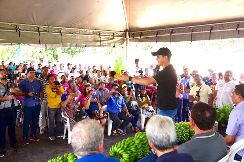 Em Rio Preto da Eva, Governador David Almeida inaugura estrada do Alto Rio e garante potencializar produções agrícolas da região