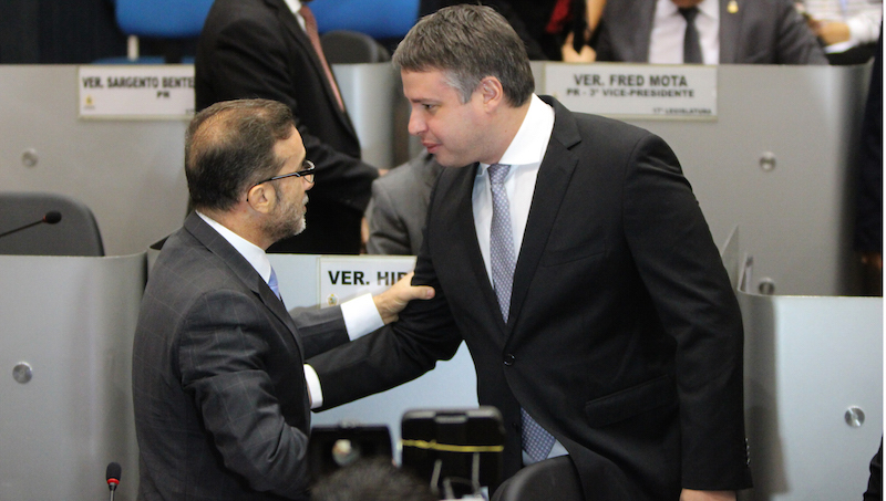 Câmara rejeita e arquiva denúncia de nepotismo contra o prefeito Arthur Neto.