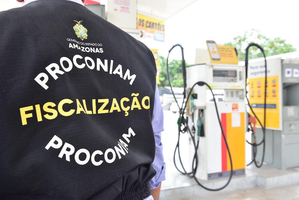Procon-AM e Sefaz-AM fazem blitz para apurar denúncia de falta de etanol nos postos de Manaus e não emissão da Nota Fiscal