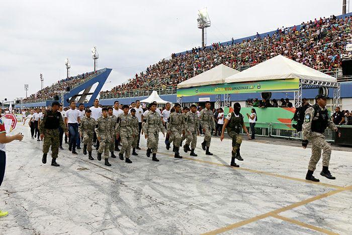 Desfile cívico escolar leva mais de 10 mil estudantes e 30 mil espectadores ao Centro de Convenções em homenagem à Elevação do Amazonas  à categoria de Província