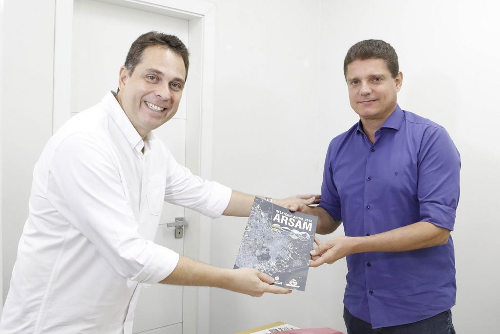 Marcos Rotta recebe relatório anual de fiscalização e acompanhamento da Arsam
